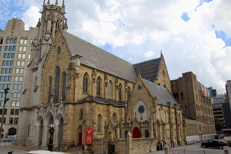 christ-church-cathedral-outside_958